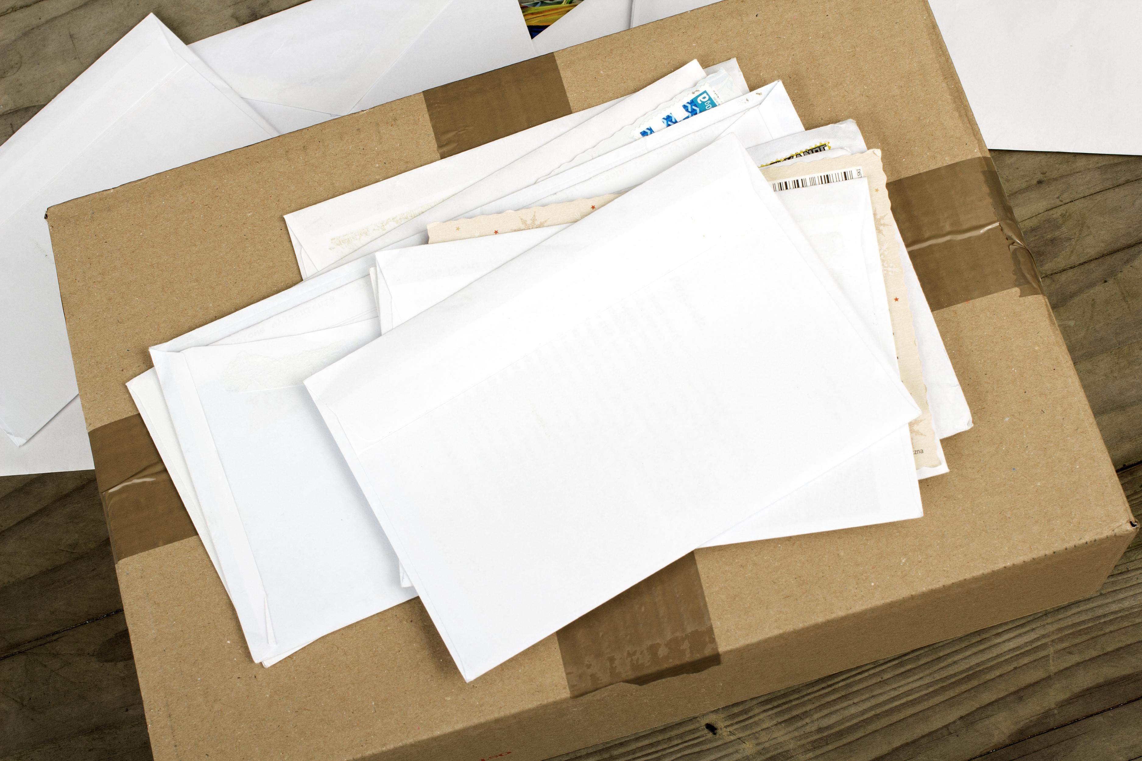 Przesyłki kurierskie i listy pocztowe